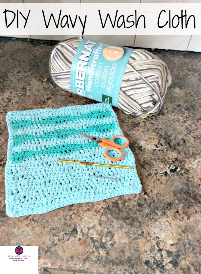 DIY crochet pattern for handmade wavy washcloth that make a perfect gift! Beginner knitting tutorial included.
