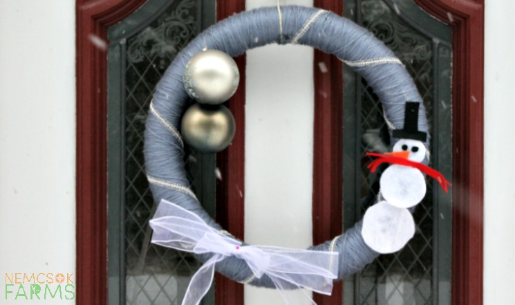 DIY Snowman Wreath post thumbnail image