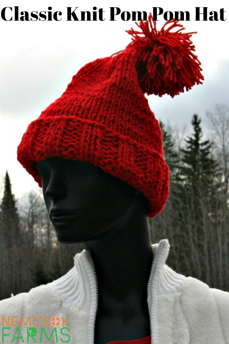 Double-stranded with a ribbed brim made to keep you warm, this Classic Pom Pom Hat it is also a really easy and really quick project!