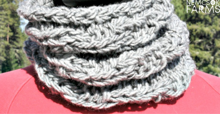 Chain Link Cowl free Knitting Pattern. Another beginner freindly pattern that is quick to finish and easy to work up. Using double strands of bulky yarn and big needles, this is decidedly a project for you to take a stab at.